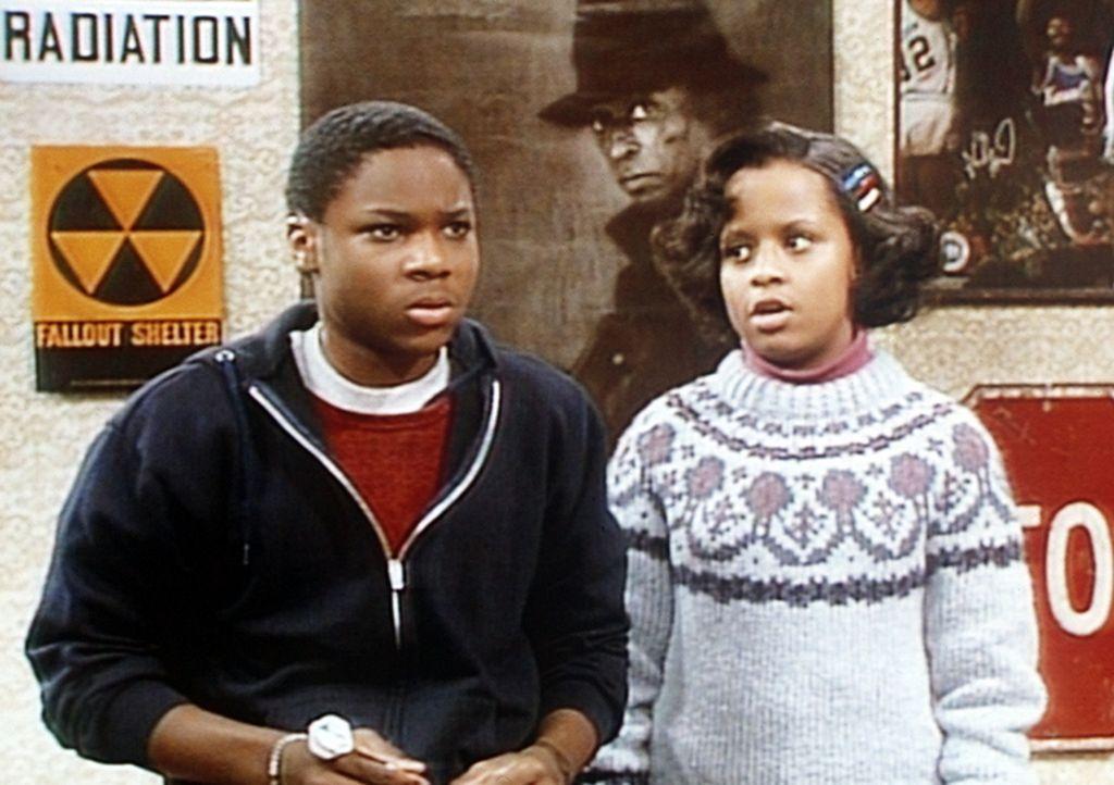 Theo (Malcolm-Jamal Warmer, l.) hatte ein längeres Gespräch mit seinen Eltern, und Vanessa (Tempsett Bledsoe, r.) versucht nun in Erfahrung zu bri... - Bildquelle: Viacom