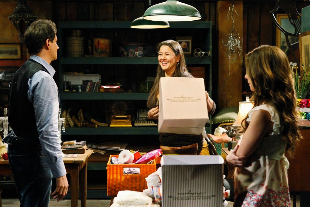 Gehen auf Geisterjagd: Delia (Camryn Manheim, M.), Eli (Jamie Kennedy, l.) und Melinda (Jennifer Love Hewitt, r.) ... - Bildquelle: ABC Studios