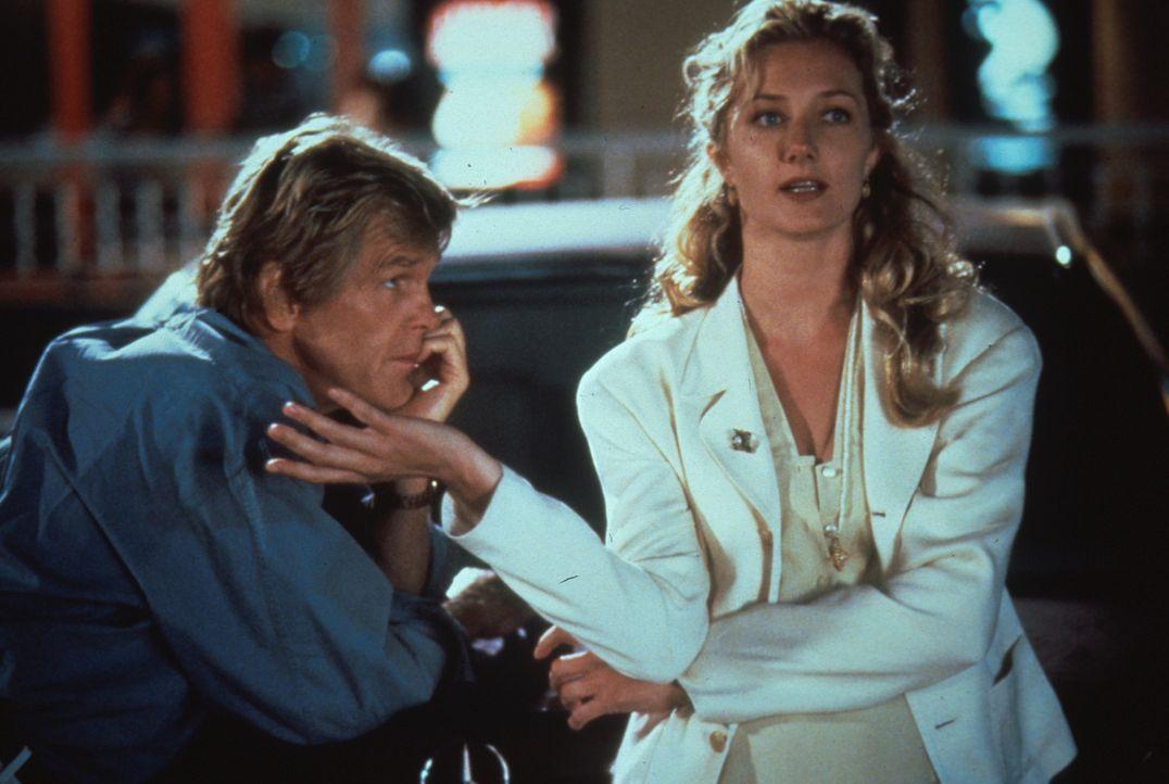 Der arbeitslose Matt (Nick Nolte, l.) verliebt sich ausgerechnet in die Drehbuch: Lektorin Cathy (Joely Richardson, r.) ... - Bildquelle: Columbia Pictures