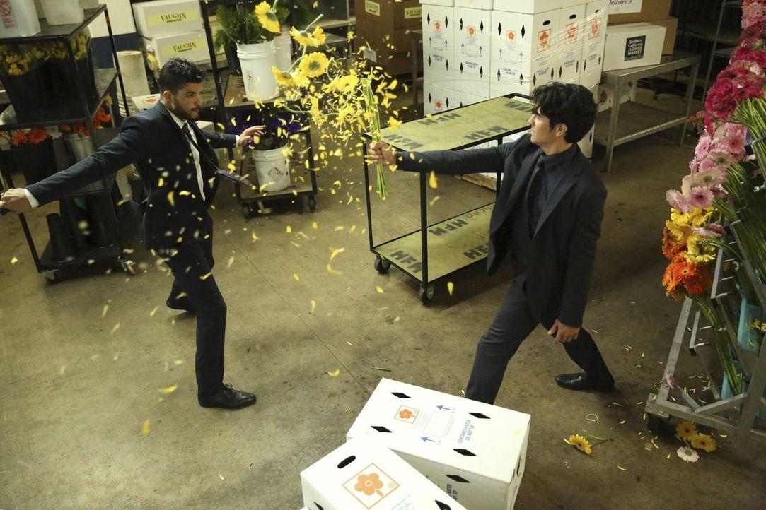 Im Kampf gegen das Böse: Lee (Jon Foo, r.) ... - Bildquelle: Warner Brothers