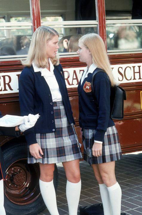 Weil Cherie Claymon (Keri Lynn Pratt, l.) Kathryns (Amy Adams, r.) Eröffnungsrede gestört hat, beginnt ein gnadenloser Rachefeldzug ... - Bildquelle: 2005 Sony Pictures Television International. All Rights Reserved.