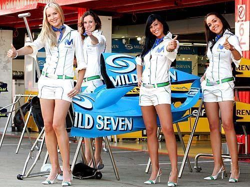 Grid Girls im Rudel - Bildquelle: DPA