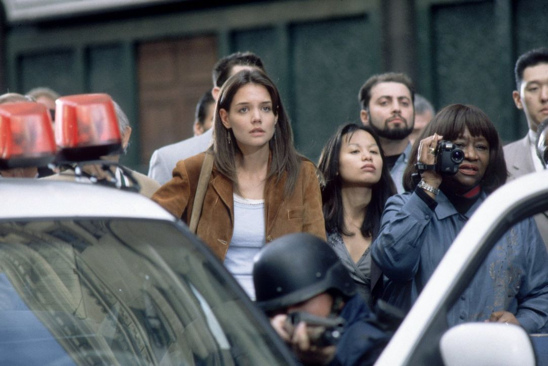 Von einer Telefonzelle in Manhattan ruft der verlogene Medienagent Stu Shepard die junge Schauspielerin Pamela (Katie Holmes, l.) an, um sich mit ih... - Bildquelle: 2003 Twentieth Century Fox Film Corporation. All rights reserved.