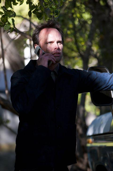 Dewey ist wieder aufgetaucht und schlägt sich mit Drogengeschäften durch. Boyd Crowder (Walton Goggins), der sich für ein Leben ohne kriminelle M... - Bildquelle: Sony Pictures Television Inc. All Rights Reserved.