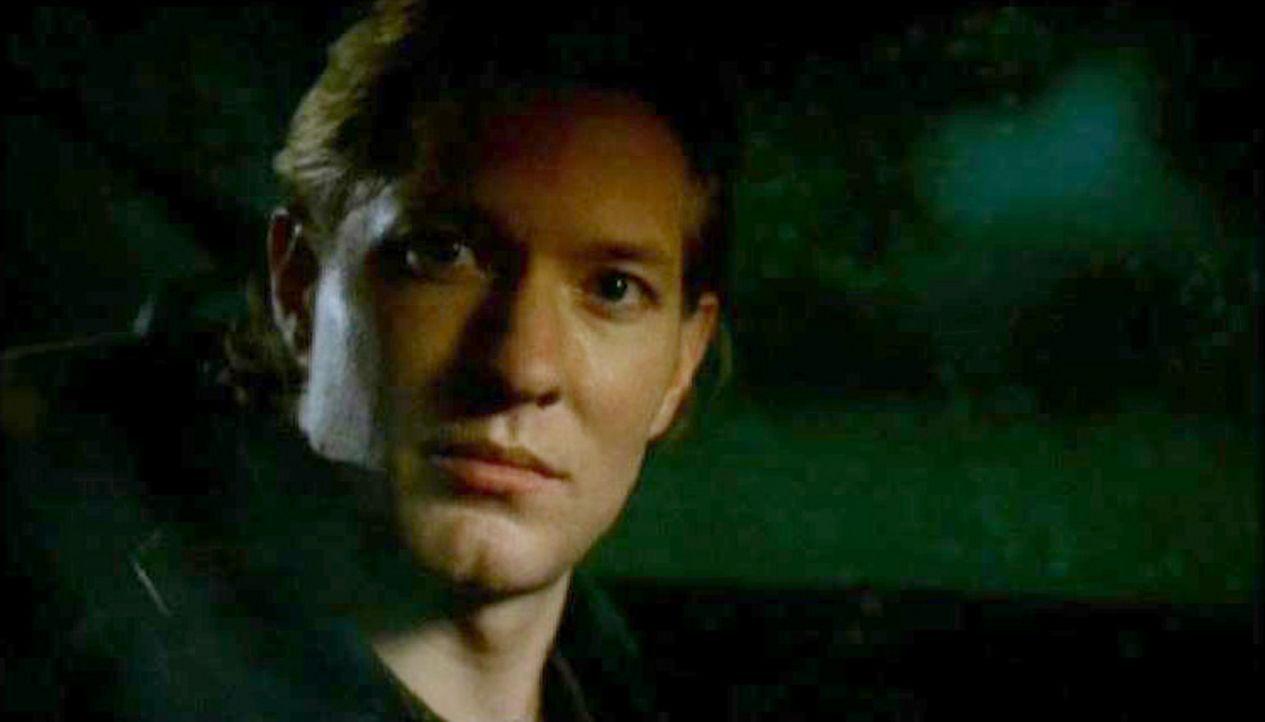 FBI-Agent Jimmy Baker (Joseph Sikora) gerät in Verdacht, in die Mordfälle verwickelt zu sein ... - Bildquelle: Touchstone Television