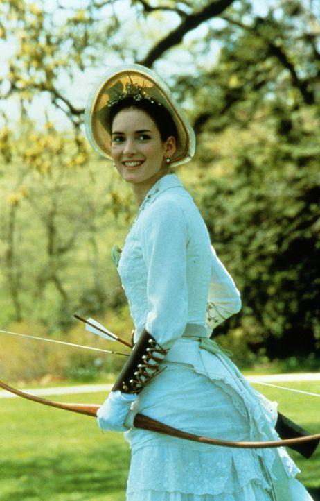 Die hübsche, treuherzige May Welland (Winona Ryder) versucht ihr Glück im Bogenschießen. Leider finden Amors Pfeile nicht immer das ihnen zugedac... - Bildquelle: Columbia Pictures