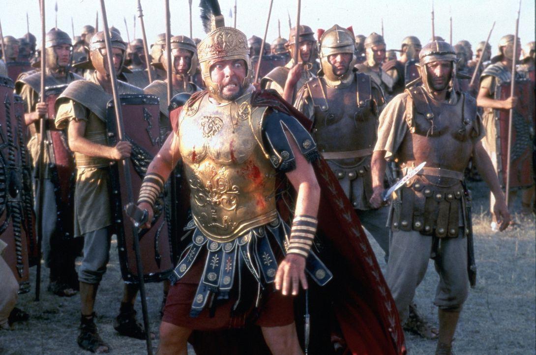 Zwischen der Sklavenarmee und den Legionen von Crassus (Angus MacFadyen, M.) entbrennt ein Kampf auf Leben und Tod ... - Bildquelle: USA Network Pictures