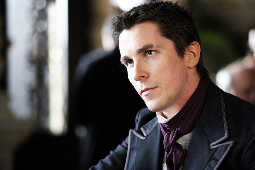 Ein tragischer Unfall macht Alfred Borden (Christian Bale) und Robert Angier zu erbitterten Feinden ... - Bildquelle: Warner Television