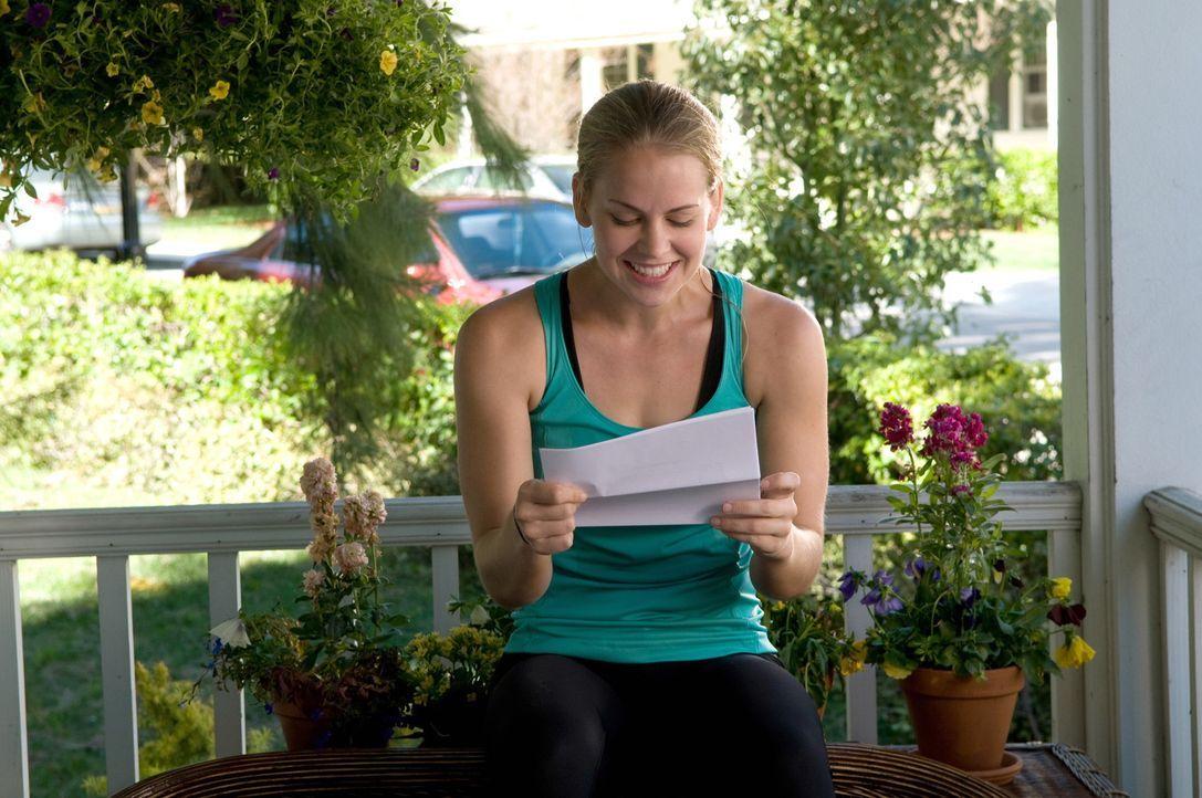 Kate Butler (Maddy Curley) ist überglücklich als sie erfährt, dass sie auf die Militärakademie gehen kann ... - Bildquelle: Warner Bros.