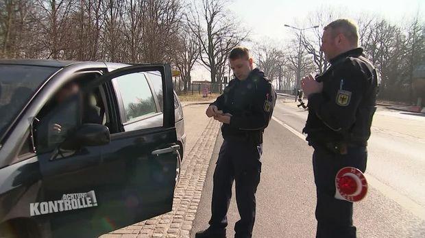 Achtung Kontrolle - Achtung Kontrolle! - Thema U.a.: Bundespolizei Zittau Kontrolliert Auffällige Fahrzeuge Im Grenzgebiet