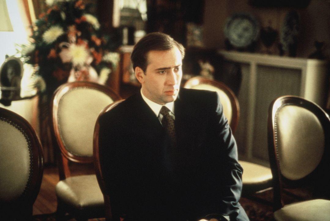 FBI-Agent Doug Chesnic (Nicolas Cage) erfährt, dass er seinen nervigen Job als Bodyguard der schrulligen, leicht cholerischen Witwe Tess doch nicht... - Bildquelle: TriStar Pictures