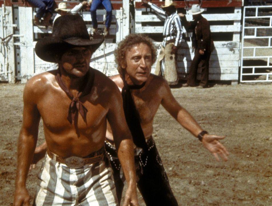 Auf der Rodeomeisterschaft bietet sich Skip (Gene Wilder, r.) eine großartige Fluchtmöglichkeit - doch kurz darauf erlebt er eine unvorhersehbare... - Bildquelle: Columbia Pictures Corporation