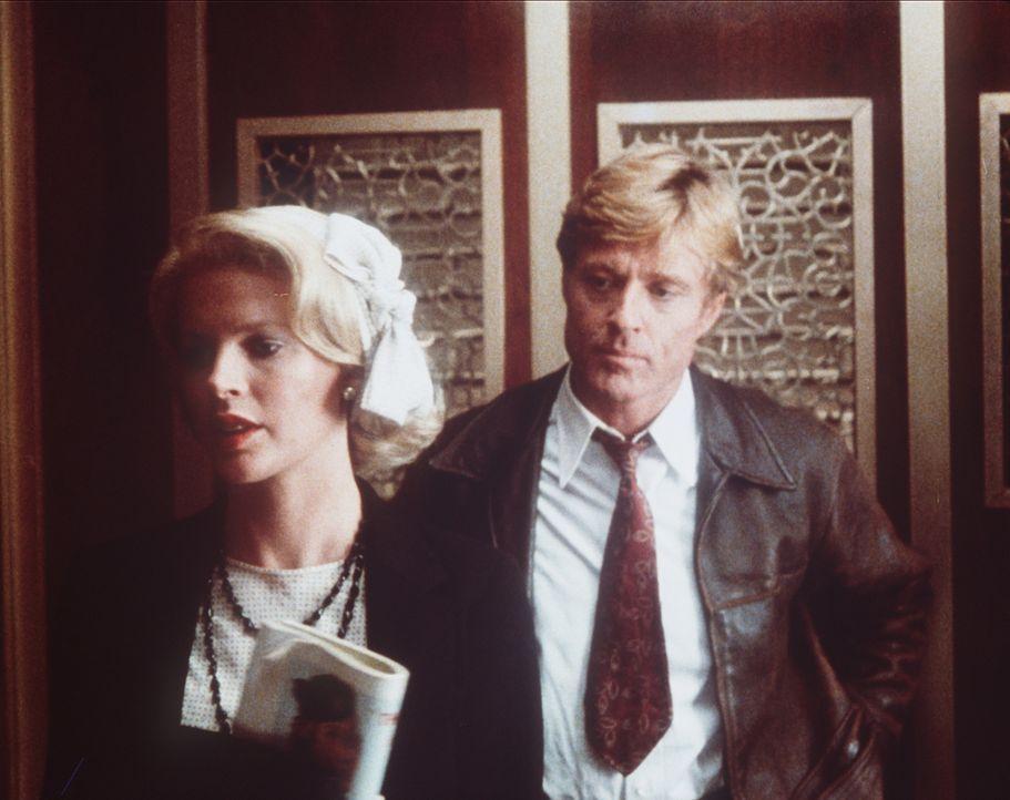 Roy Hobbs (Robert Redford, r.) ist sich nicht sicher, was er von dem plötzlichen Auftauchen der schönen Memo Paris (Kim Basinger, l.) halten soll... - Bildquelle: TriStar Pictures