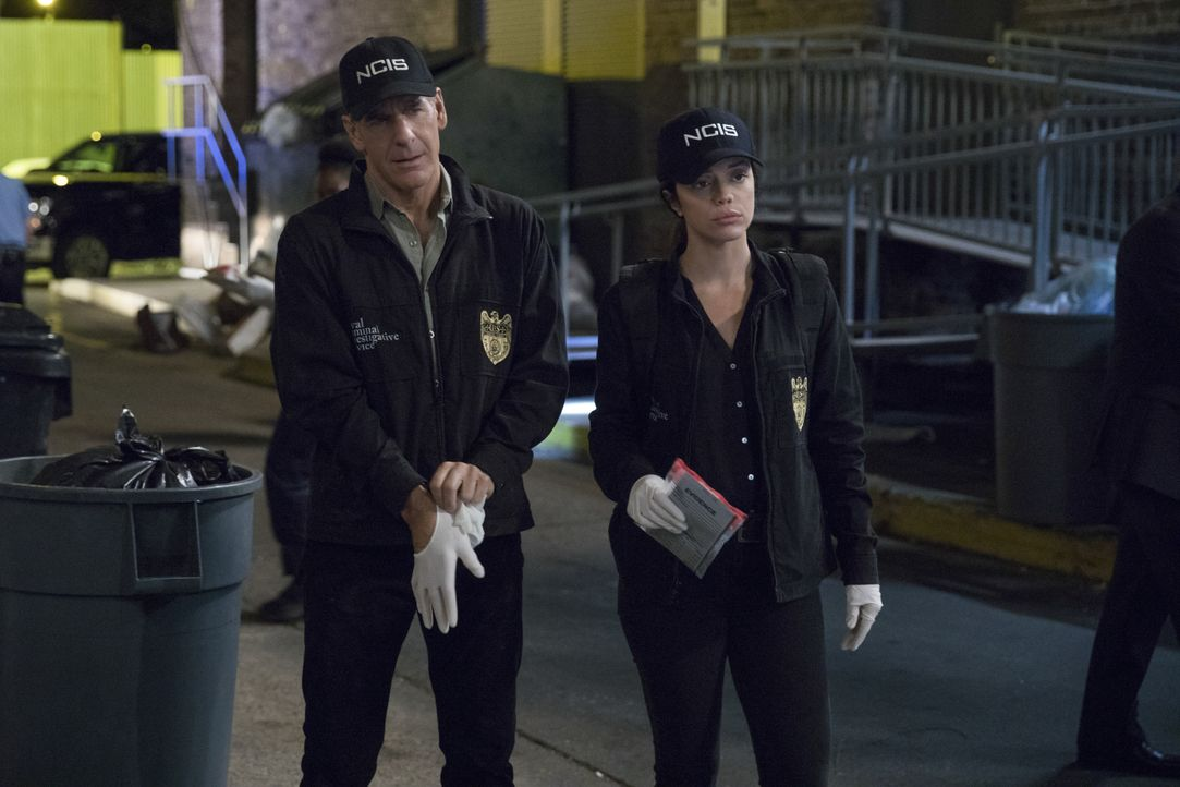 Auch bei der Polizei gibt es schwarze Schafe. Dwayne Pride (Scott Bakula, l.) und Tammy Gregorio (Vanessa Ferlito, r.) finden heraus, dass ein Zusam... - Bildquelle: Sam Lothridge 2016 CBS Broadcasting, Inc. All Rights Reserved / Sam Lothridge