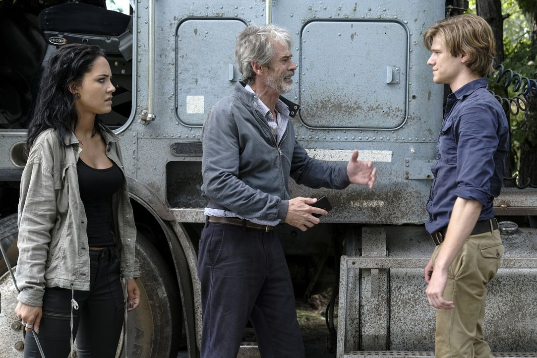 (v.l.n.r.) Riley Davis (Tristin Mays); Vasil (C. Thomas Howell); MacGyver (Lucas Till) - Bildquelle: Guy D'Alema 2018 CBS Broadcasting, Inc. All Rights Reserved. / Guy D'Alema