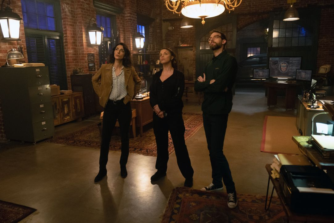 (v.l.n.r.) Special Agent Hannah Khoury (Necar Zadegan); FBI Special Agent Tammy Gregorio (Vanessa Ferlito); Sebastian Lund (Rob Kerkovich) - Bildquelle: Sam Lothridge 2018 CBS Broadcasting, Inc. All Rights Reserved / Sam Lothridge