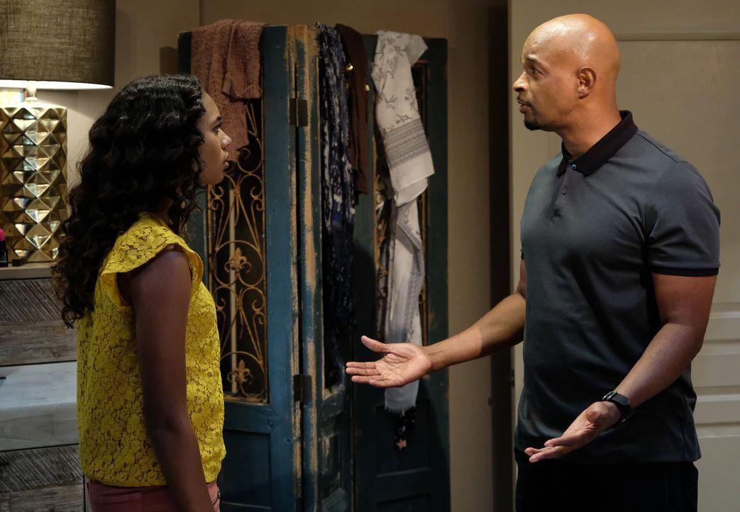 Als er erfährt, dass seine Tochter Riana (Chandler Kinney, l.) heimlich mit dem Sohn des verfeindeten Nachbarn zusammen ist, ist Murtaugh (Damon Way... - Bildquelle: Warner Brothers
