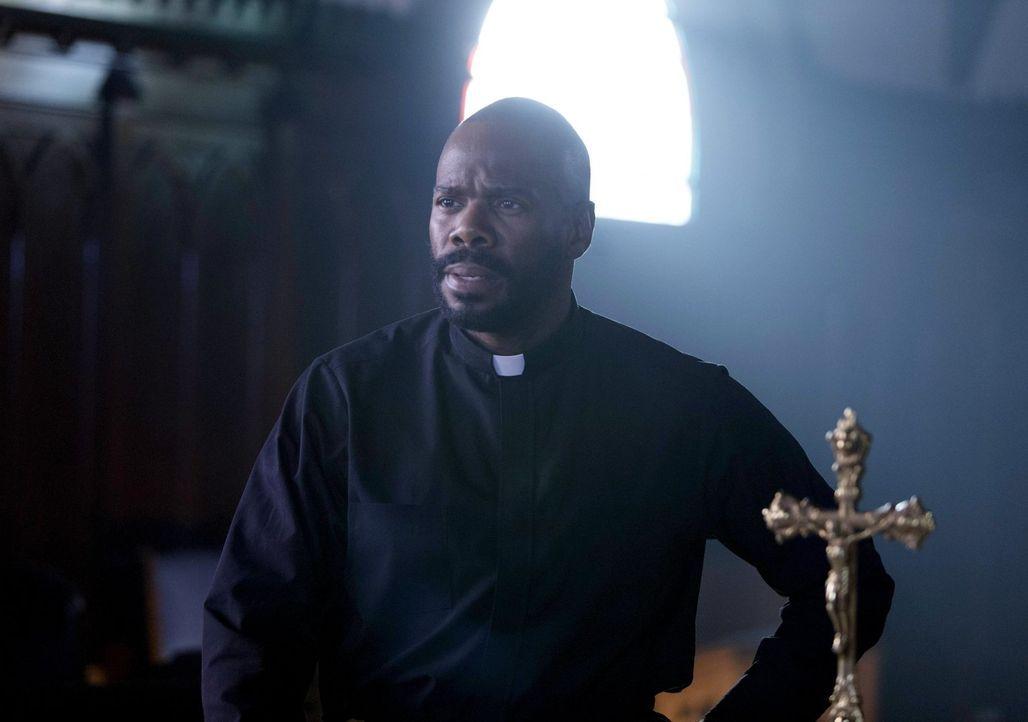 Pater Lawrence (Colman Domingo) will einen seiner Schützlinge unbedingt aus einem Drogenring befreien, nicht ahnend, wie tief der Junge bereits dari... - Bildquelle: 2016 Warner Brothers