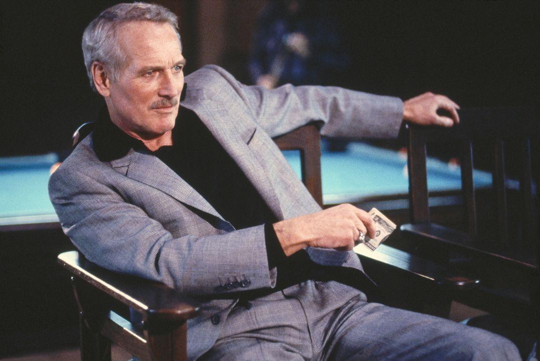 Ex-Poolbillardspieler Eddie (Paul Newman) investiert sein Geld inzwischen in talentierte Spieler ... - Bildquelle: Buena Vista Pictures