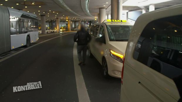 Achtung Kontrolle - Achtung Kontrolle! - Thema U.a.: Taxikontrolle An Düsseldorfer Flughafen