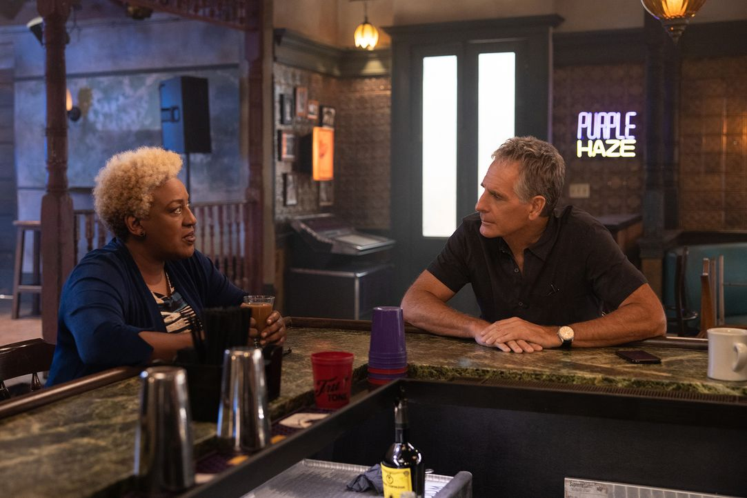 Loretta Wade (CCH Pounder, l.); Dwayne Pride (Scott Bakula, r.) - Bildquelle: Sam Lothridge 2019 CBS Broadcasting, Inc. All Rights Reserved. / Sam Lothridge