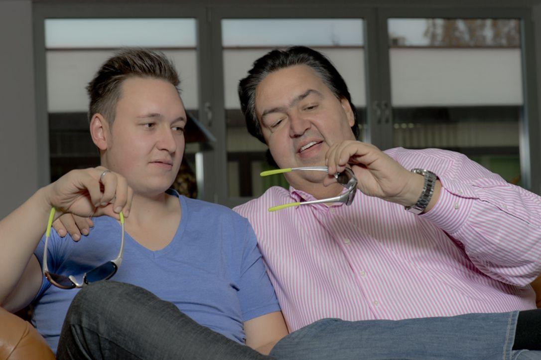 Abenteuer Leben zeigt, wie das Geschäft mit den Billigwaren wirklich funktioniert und begleitet Christian Huff (r.), den größten deutschen Import... - Bildquelle: kabel eins
