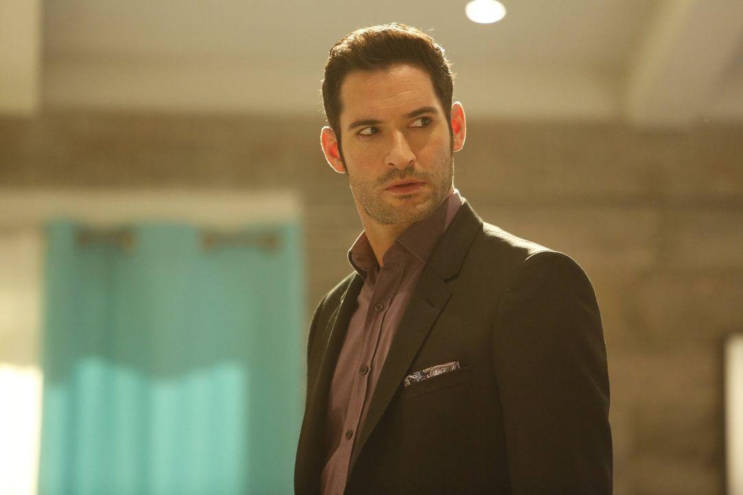 Nach einer Sitzung bei Linda, mischt sich Lucifer (Tom Ellis) plötzlich in Chloes Leben ein und will sie dazu bringen, dass sie sich endlich mal wie... - Bildquelle: 2016 Warner Brothers