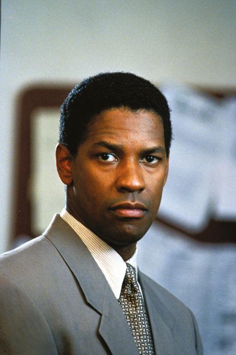 Nach und nach wird Gray Grantham (Denzel Washington) bewusst, dass die Regierung ein zu großes Interesse an den Recherchen der Jurastudentin Darby S... - Bildquelle: 1993 Warner Brothers