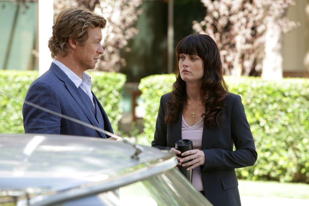 Ermitteln in einem neuen Mordfall: Patrick Jane (Simon Baker, l.) und Teresa Lisbon (Robin Tunney, r.) ... - Bildquelle: Warner Bros. Television