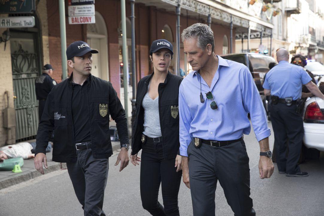 Pride (Scott Bakula, r.) möchte Bürgermeister Hamilton endlich drankriegen. Seine Kollegen LaSalle (Lucas Black, l.) und Gregorio (Vanessa Ferlito,... - Bildquelle: 2017 CBS Broadcasting, Inc. All Rights Reserved