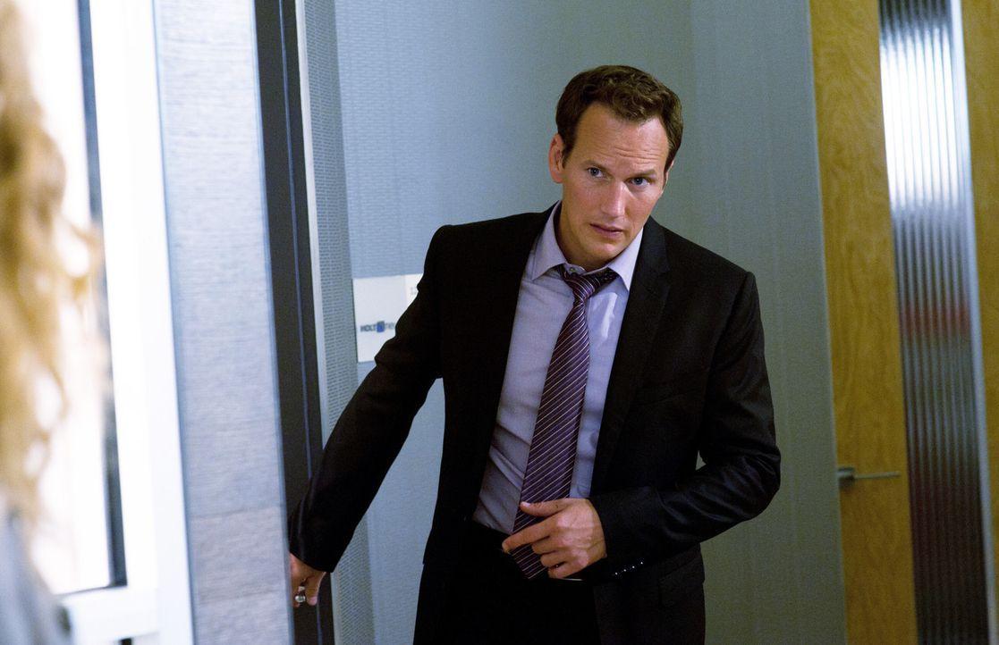 """Dr. Michael Holt (Patrick Wilson) kommt in die """"Clinica"""", um sich nach dem Gesundheitszustand seines Freundes George zu erkundigen ,,, - Bildquelle: 2011 CBS BROADCASTING INC. ALL RIGHTS RESERVED"""
