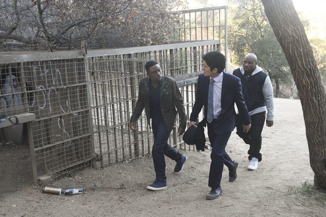 Gemeinsam versuchen sie, einen neuen Fall aufzuklären: Carter (Justin Hires, l.), Lee (Jon Foo, M.) und Gerald (Page Kennedy, r.) ... - Bildquelle: Warner Brothers
