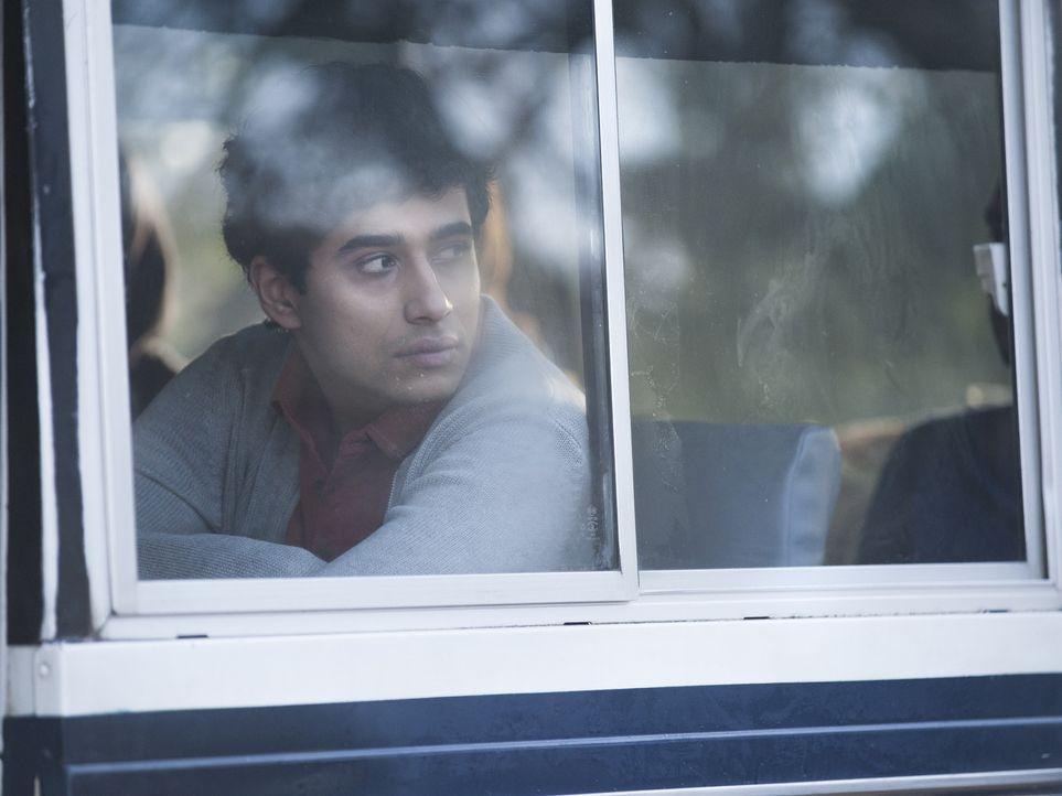 Nachdem sein Video im Internet zu sehen ist, fühlt sich Aayan (Suraj Sharma) immer mehr bedroht und wendet sich an seine Freundin Kiran, der er eini... - Bildquelle: 2014 Twentieth Century Fox Film Corporation