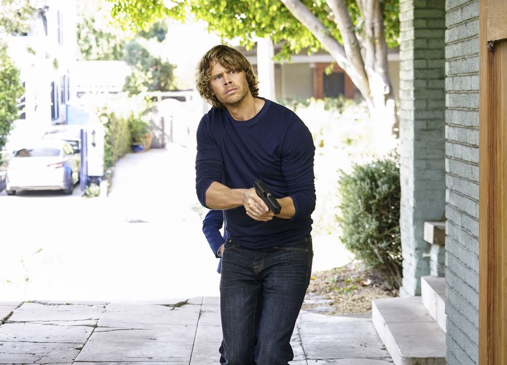 Gemeinsam mit seinen Kollegen muss Deeks (Eric Christian Olsen) einen neuen Fall auflösen und den Maulwurf in den eigene Reihen finden ... - Bildquelle: Sonja Flemming 2016 CBS Broadcasting, Inc. All Rights Reserved. / Sonja Flemming