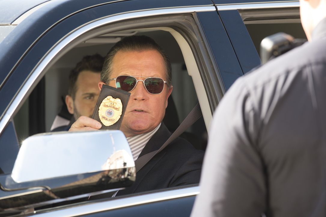Sein neuster Fall hat es in sich: Cabe (Robert Patrick) muss alle Register ziehen ... - Bildquelle: Neil Jacobs 2014 CBS Broadcasting, Inc. All Rights Reserved / Neil Jacobs