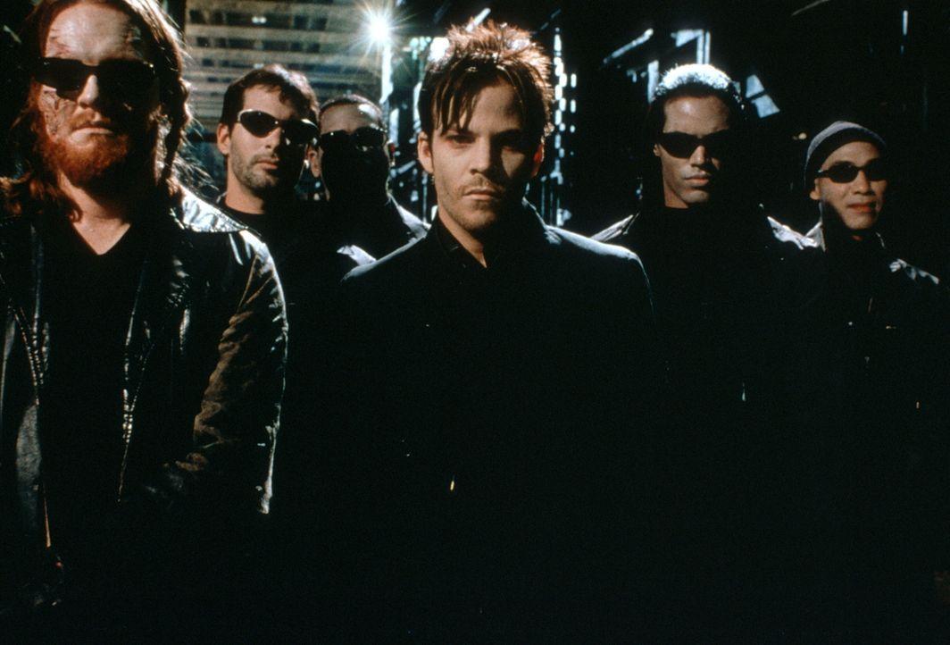 Sie wollen die Macht über das gesamte Universum an sich reißen: die Blutsauger Deacon Frost (Stephen Dorff, M.) und Quinn (Donal Logue, l.) mit ihre... - Bildquelle: New Line Cinema