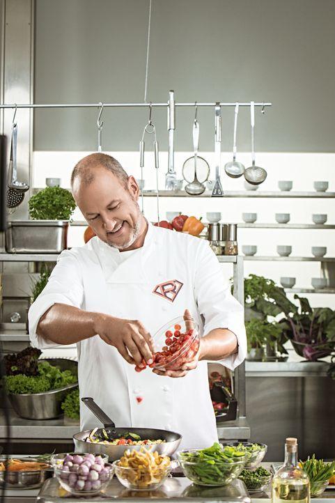 Begibt sich auf eine Undercover-Mission in die Küchen von Kantinen: Frank Rosin ... - Bildquelle: Thomas Pritschet kabel eins