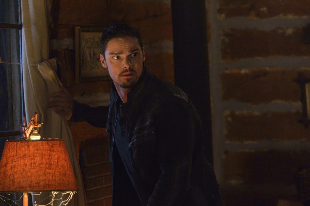 Ein neuer Auftrag von Graydal Securities gibt Vincent (Jay Ryan) die Möglichkeit, herauszufinden, wie weit deren Suche nach der Bestie, also ihm sel... - Bildquelle: Ben Mark Holzberg 2016 The CW Network. All Rights Reserved.