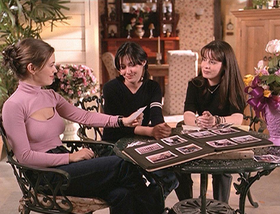 Phoebe (Alyssa Milano, l.), Prue (Shannen Doherty, M.) und Piper (Holly Marie Combs, r.) sind wieder glücklich in der Gegenwart angekommen. - Bildquelle: Paramount Pictures