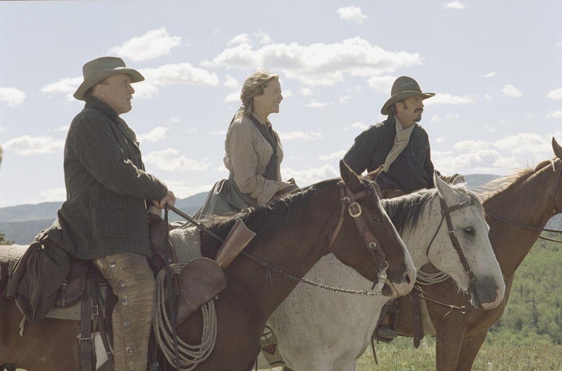 Nehmen den Kampf gegen Rancher Denton Baxter auf: Boss (Robert Duvall, l.), Charlie (Kevin Costner, r.) und Sue (Annette Bening, M.) ... - Bildquelle: Touchstone Pictures