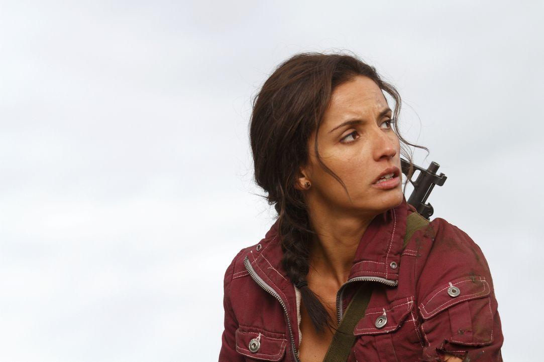 Chance wird von Maria (Leonor Varela), einer ehemaligen Gespielin und Rebellenkameradin, gebeten, Dougs Flucht zu organisieren ... - Bildquelle: Warner Brothers