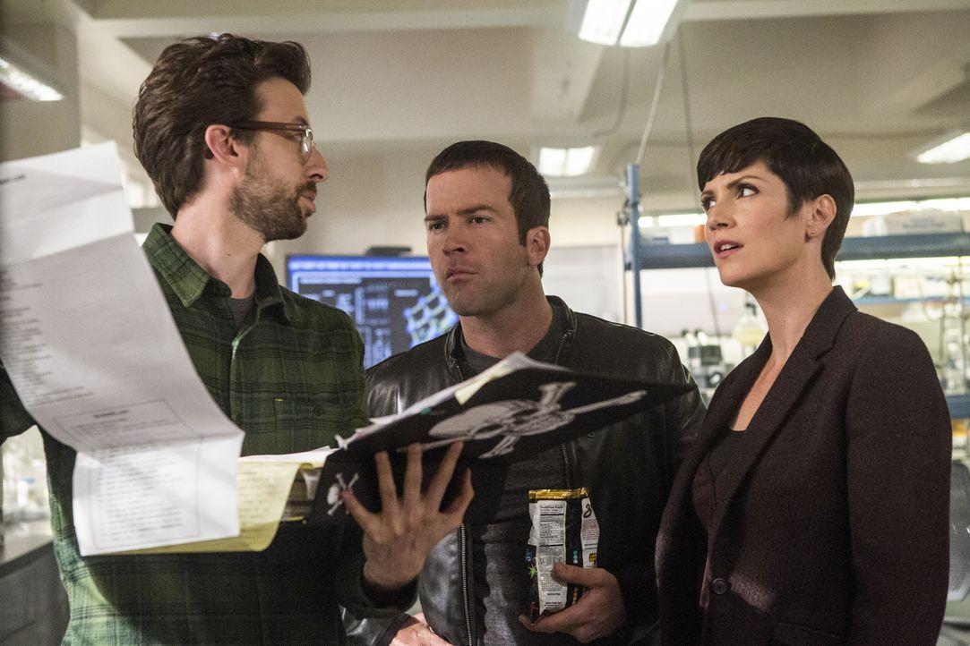 Ein neuer Fall wartet auf Sebastian (Rob Kerkovich, l.), Lasalle (Lucas Black, M.) und Brody (Zoe McLellan, r.) ... - Bildquelle: 2014 CBS Broadcasting Inc. All Rights Reserved.