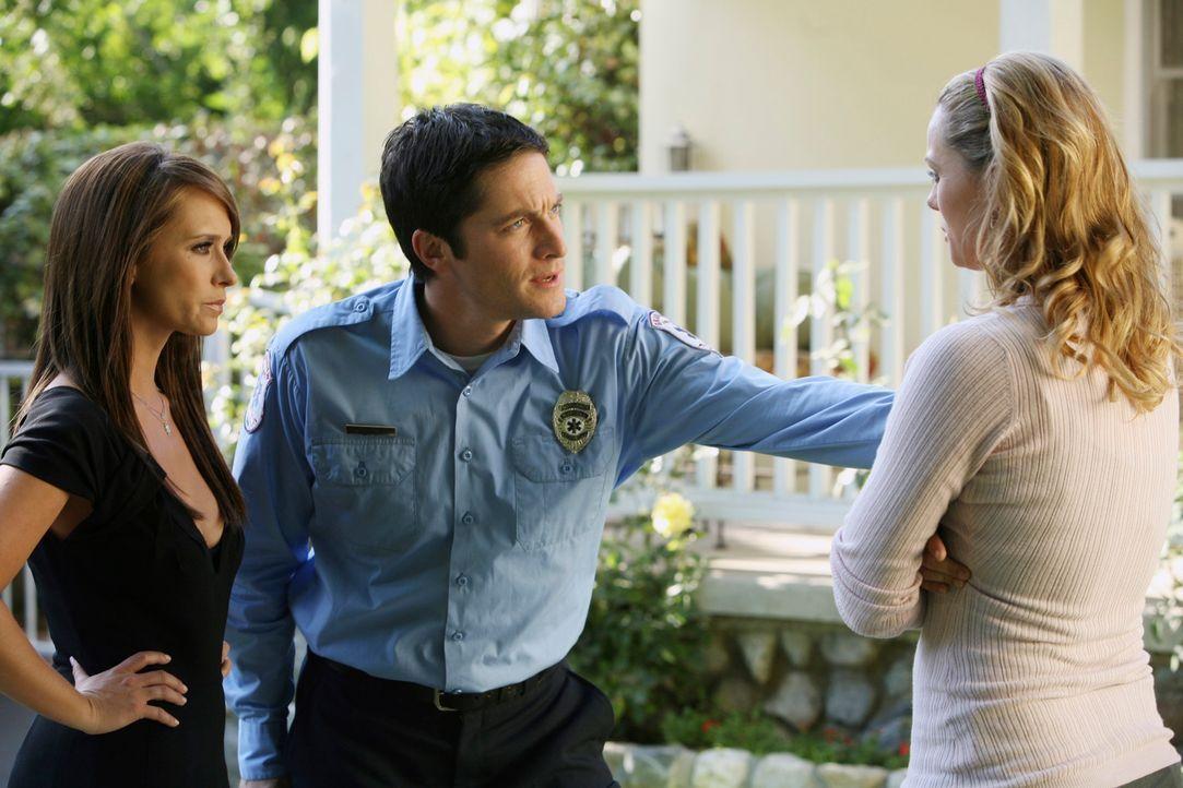 Matt ist spurlos verschwunden. Melinda (Jennifer Love Hewitt, l.) und Jim (David Conrad, M.) versprechen Gina (Kate Levering, r.), ihn zu suchen ... - Bildquelle: ABC Studios