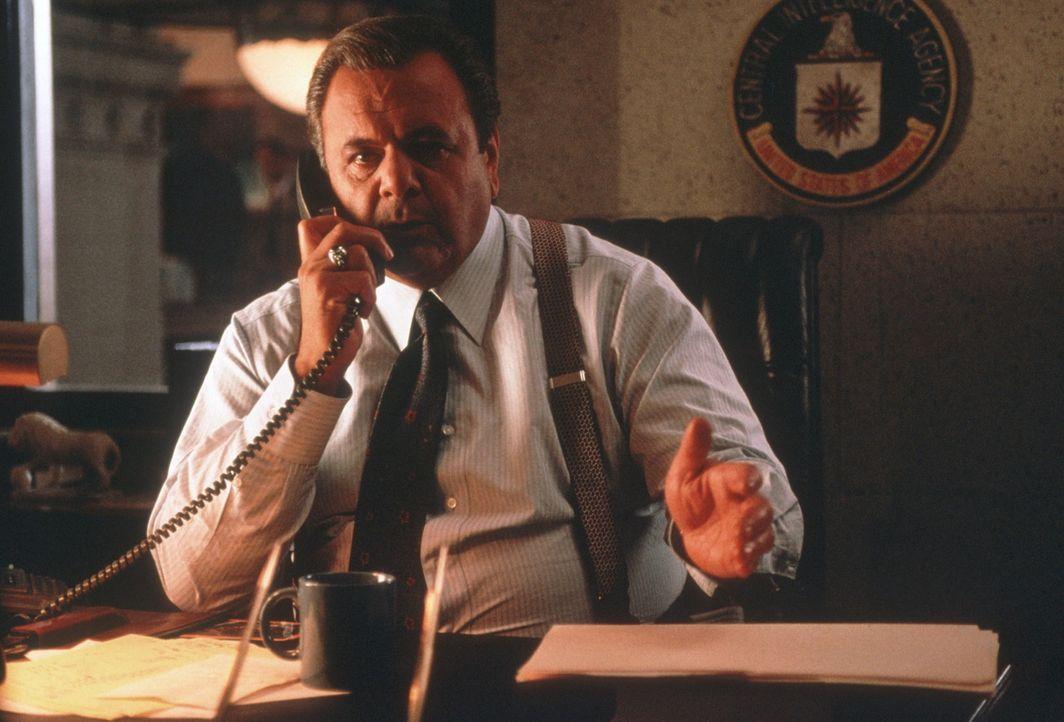 CIA Deputy Director Kenny Rackmill (Paul Sorvino) verspricht Dunn Hilfe - aber kann er ihm trauen? - Bildquelle: New Line Cinema