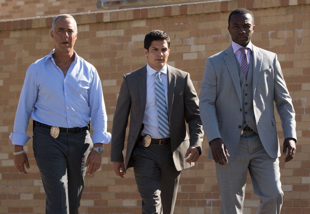 (v.l.n.r.) Harry Bosch (Titus Welliver); Detective Ignacio Ferras (Nicholas Gonzalez); Jerry Edgar (Jamie Hector) - Bildquelle: Amazon.com, Inc. and Fabrik Entertainment, Inc.