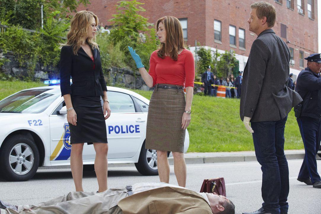 Versuchen den Mord an Joe Salerno aufzuklären: Megan (Dana Delany, M.), Peter (Nicholas Bishop, r.) und Kate Murphy (Jeri Ryan, l.) ... - Bildquelle: ABC Studios