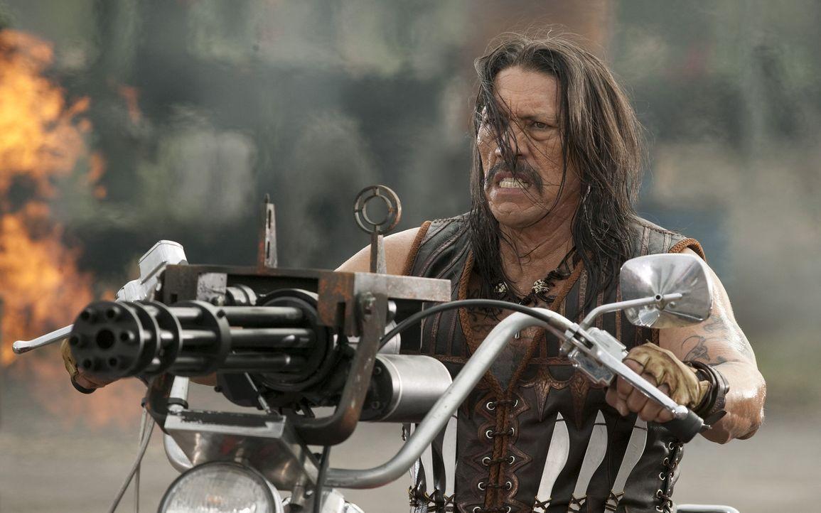 Macht seinen Feinden klar, dass mit ihm nicht zu spaßen ist: Machete (Danny Trejo) ... - Bildquelle: 2010 Machete's Chop Shop, Inc. All Rights Reserved.