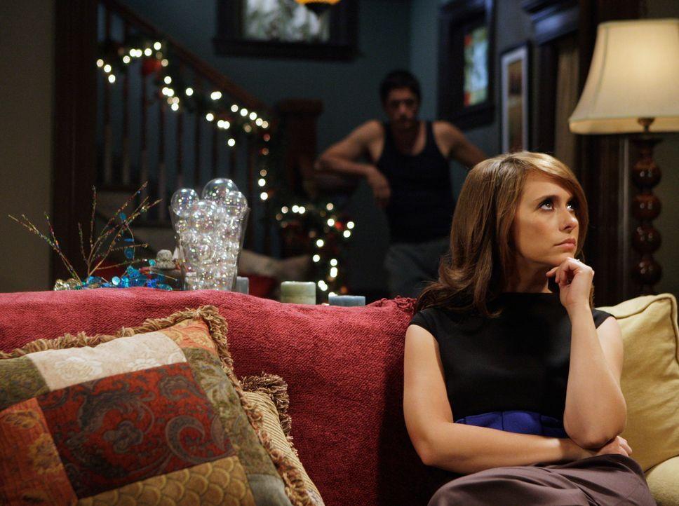 Melinda (Jennifer Love Hewitt, r.) zerbricht sich mal wieder den Kopf über einen Geist. Jim (David Conrad, l.) ermutigt sie, doch lieber schlafen zu... - Bildquelle: ABC Studios