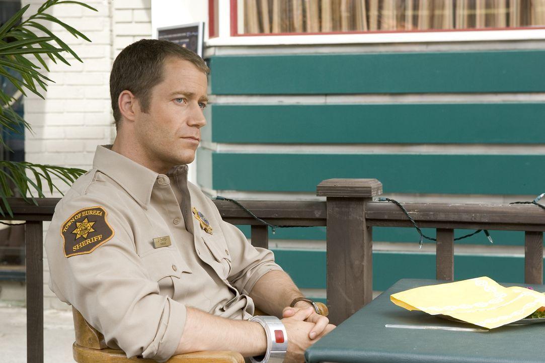 Auf in die nächste Runde: Carter (Colin Ferguson) muss mal wieder ganz Eureka retten ... - Bildquelle: Universal Television