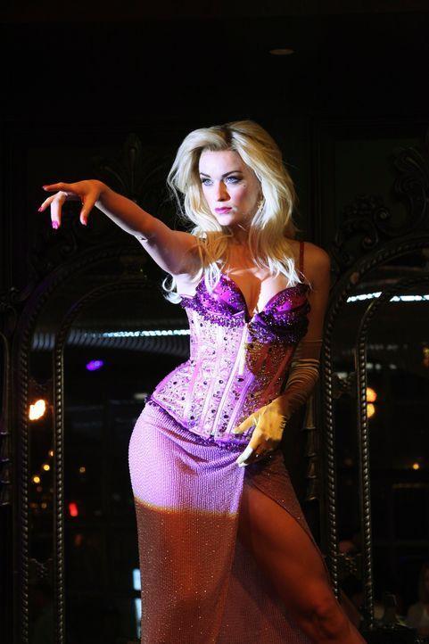 Hat die Tänzerin Kitty Canary (Lisa O'Hare) etwas mit den drei Mordfällen zu tun? - Bildquelle: 2010 American Broadcasting Companies, Inc. All rights reserved.